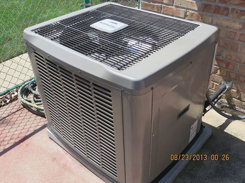 800px-Condenser_unit_for_central_air_conditioning.JPG